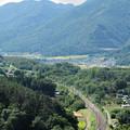 穴山から日野春への勾配区間を走る211系普通電車