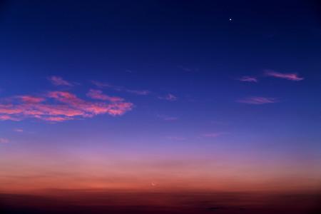 明けの明星と新月前日の月