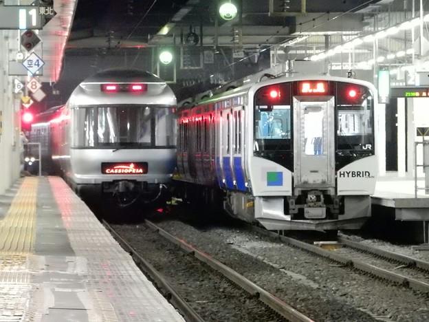 写真: カシオペア(左)&JR東日本・HB―E210系=仙台
