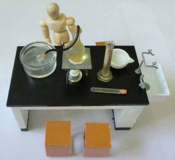 理科室の机と椅子 1/12可動フィギュア用アクセサリー