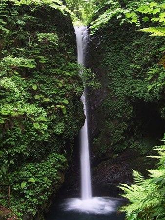 中新川郡立山町虫谷 岩室の滝