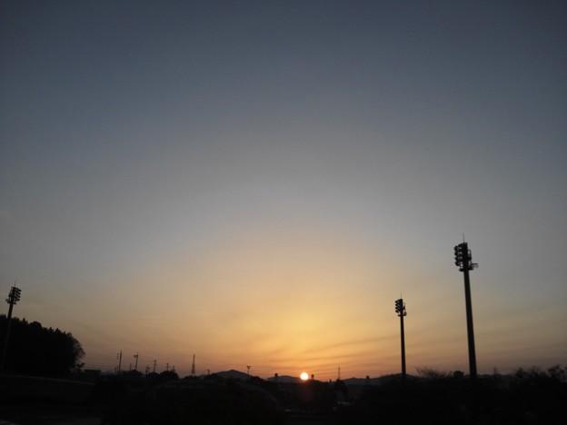 春分の日の日の出。東三河は...
