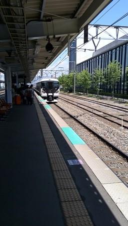 帰ります。電車で。
