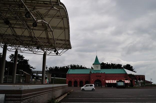 JRウェスパ椿山駅と物産館