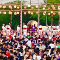 写真: 春日井市民納涼まつり 2015 No - 18:舞台の上で盆踊りする人たち