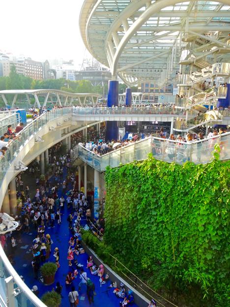 世界コスプレサミット 2015:沢山のコスプレイヤーと見物客で賑わう会場 No - 54
