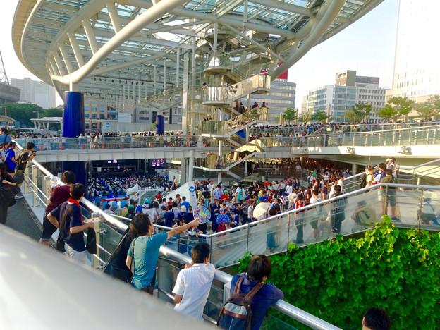 世界コスプレサミット 2015:沢山のコスプレイヤーと見物客で賑わう会場 No - 60