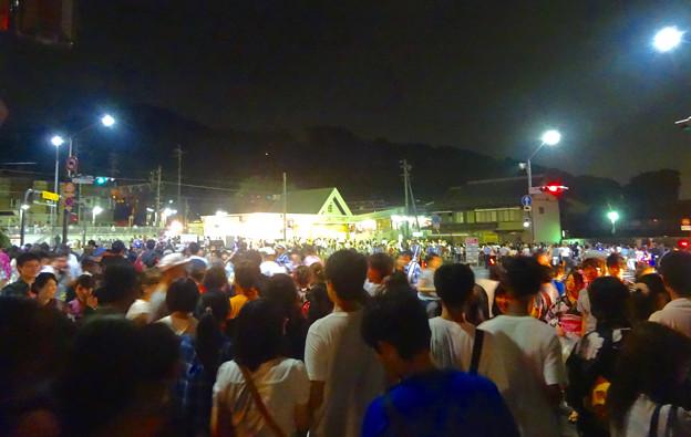 日本ライン夏まつり納涼花火大会 2015 No - 179:花火終了後、電車に乗ろうとする人で溢れかえる、犬山遊園駅前