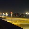 写真: エアポートウォーク名古屋 展望デッキから見た、夜の県営名古屋空港 - 4(小牧山)