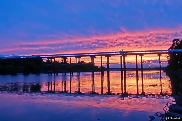 ブルーアワーの茜橋
