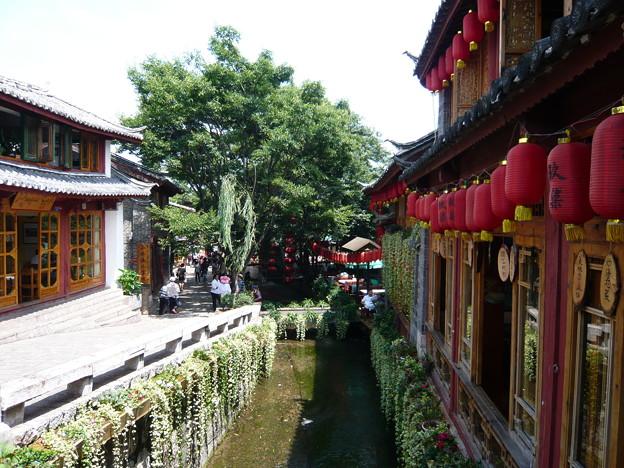 Photos: 水路沿いのカフェ