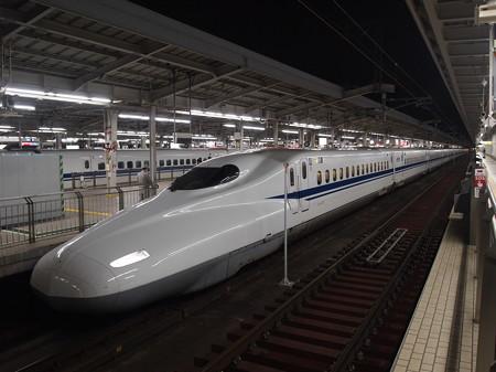 N700系のぞみ 東海道新幹線新大阪駅02