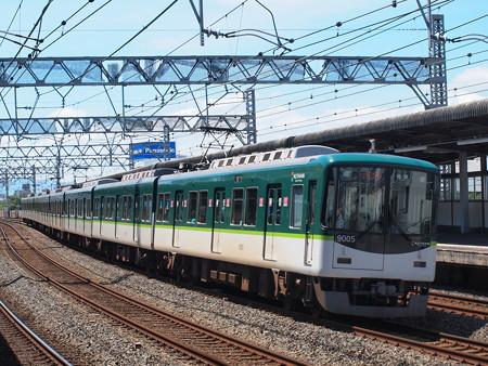 京阪9000系急行 京阪本線西三荘駅