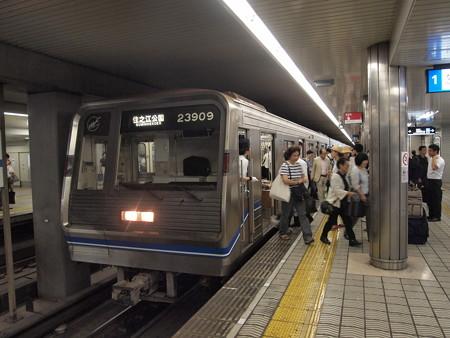 23系 四つ橋線本町駅02
