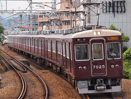 阪急7000系急行 阪急宝塚線石橋駅