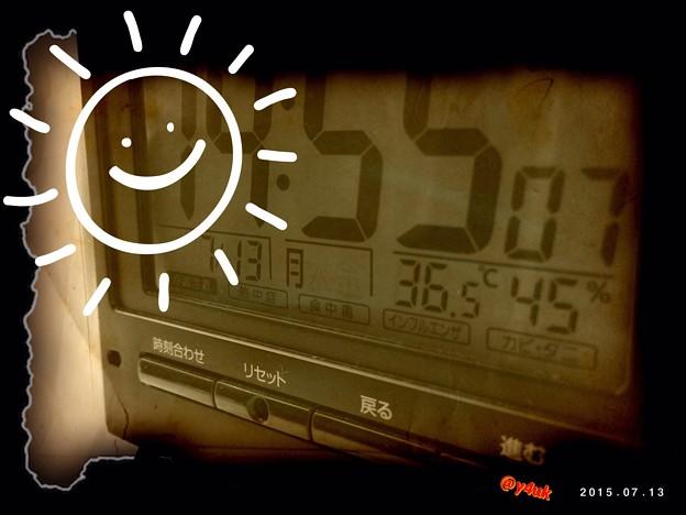 Photos: 36.5℃を記した時計~まだ7月梅雨の晴れ間に猛烈