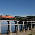 惣郷川橋梁を渡る特別なトワイライトExp