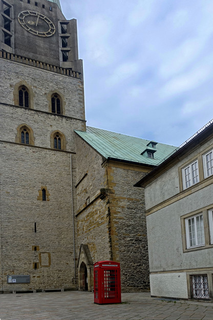 教会の外には (2)