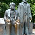 マルクス・ヘーゲル像