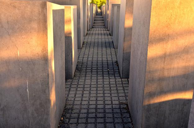 ユダヤ人犠牲者記念館3