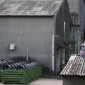 写真: 工場裏