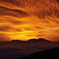 日の出前の茜空