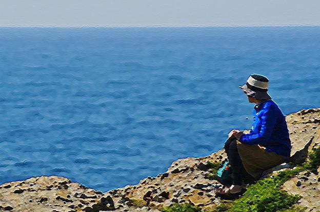 海を見る美女