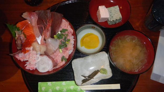 海鮮丼は美味いDSCN3131