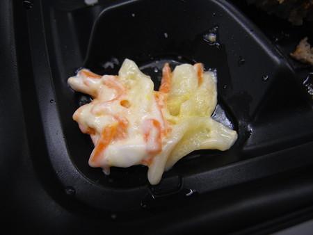 デイリーヤマザキ ダブルソースのデカいハンバーグの弁当 副菜の様子