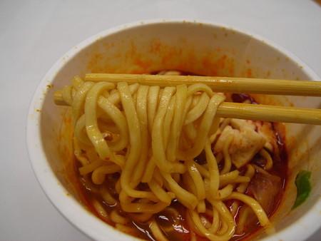 日清 セブンプレミアム 蒙古タンメン中本 太直麺仕上げ 麺アップ