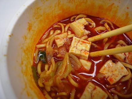 日清 セブンプレミアム 蒙古タンメン中本 太直麺仕上げ 具材の様子