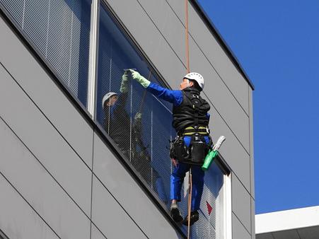 窓拭きの軽業芸