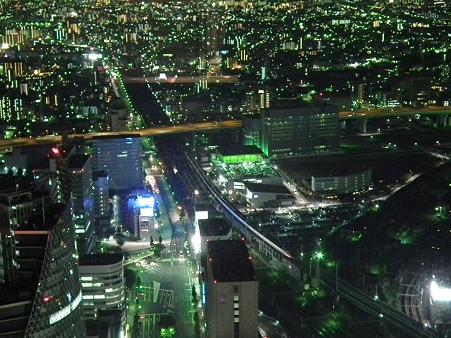 名古屋夜景:到着する新幹線