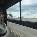 写真: バス内から