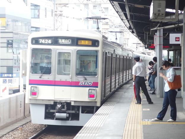 Photos: 京王線笹塚駅1番線 京王7424準特急高尾山口行き通過後方確認