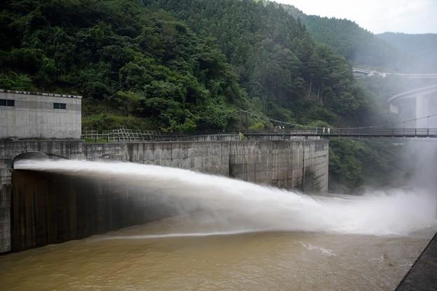 ダム放水 (3)