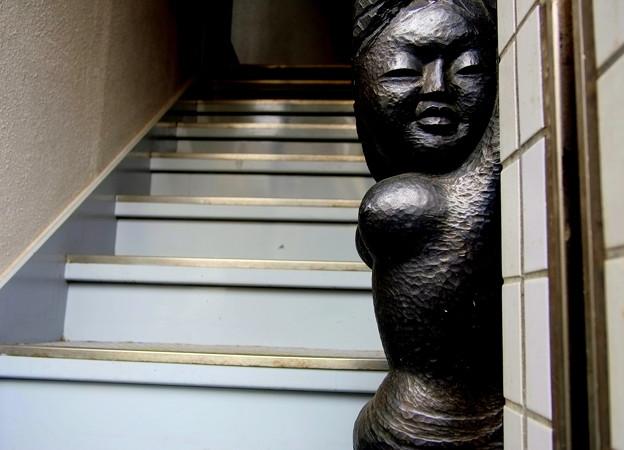 ウーマン 階段