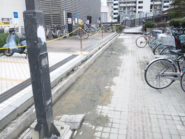 地震による液状化現象 検見川浜駅前
