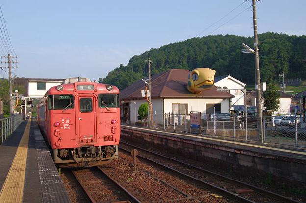 s0293_亀甲駅舎線路側