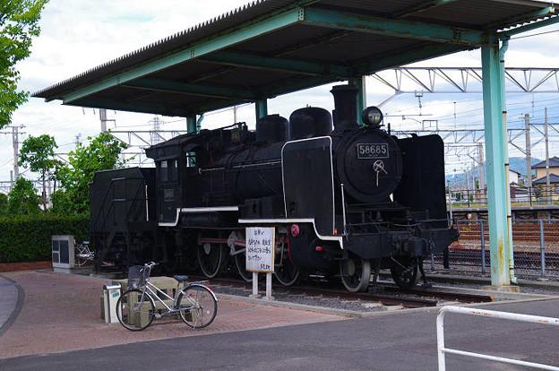 s0118_58685号機関車_多度津駅脇