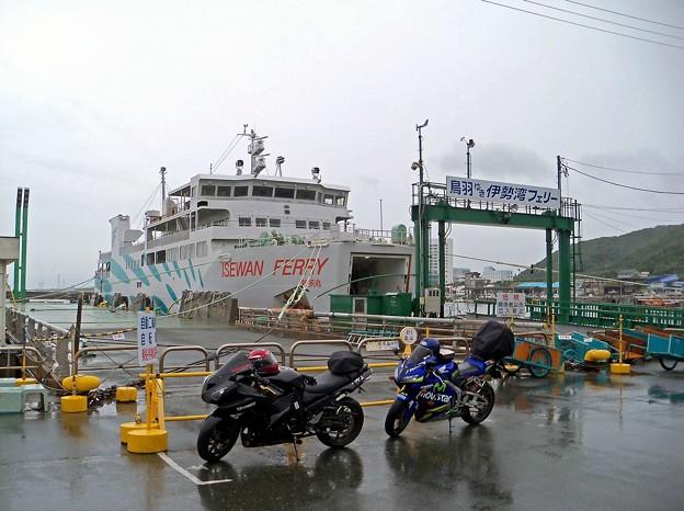 雨の伊良湖港(1)