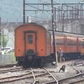 写真: 補機が付くため、なかなか見ることがない客車のエンド