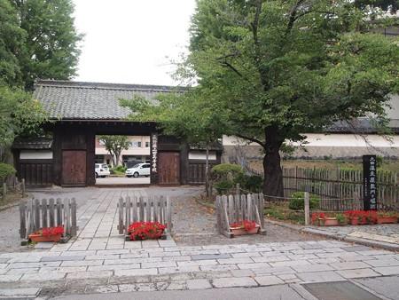 上田藩主屋敷門