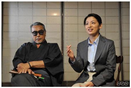 写真: 原田芳雄さんと尾野真千子さん