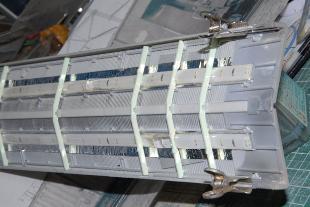 屋根の延長部を接合