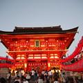 写真: 浴衣姿もちらほらと Motomiyasai  At Fushimi Inari-taisha *献納の提灯の灯に照らされて眉根(まよね)涼しき君と思いき