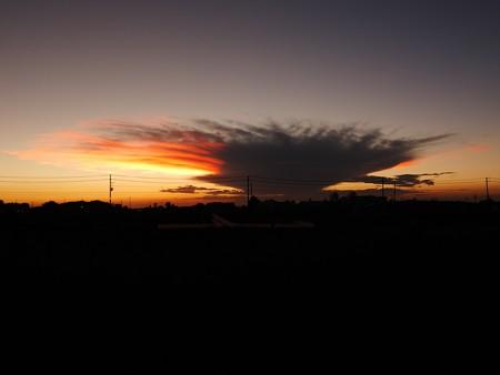 ネオンのように光る雲20150721-02