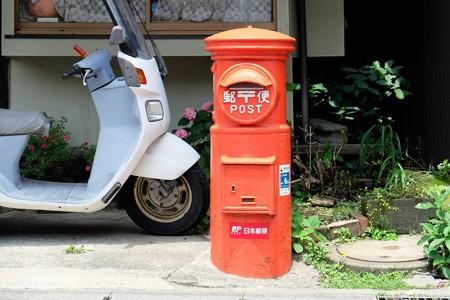 2015.06.10 鎌倉 力餅屋 郵便ポストの背景に紫陽花が