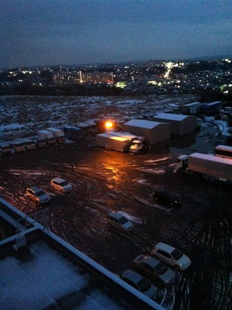 Photos: 光に包まれる駐車場
