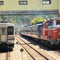 DD51 895牽引DL碓氷号終点横川で107系との並び